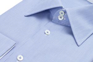 Hemdkragen und Krawattenknoten kombinieren